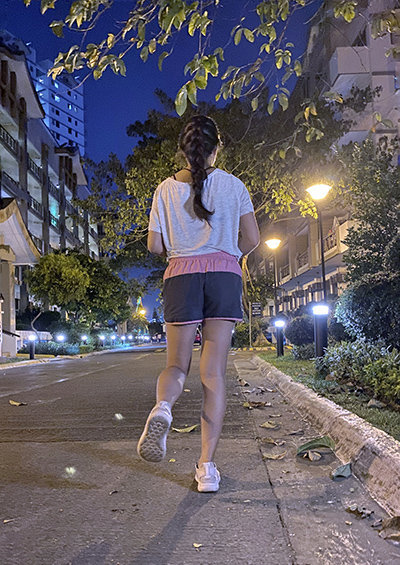 Night-time jogging -- 30 minutes of daily exercise helps maintain a healthy mind and body