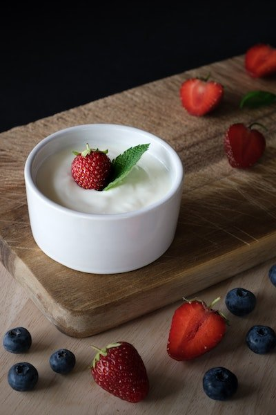 yoghurt with strawberries