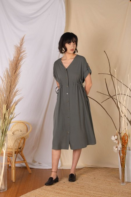 Otona Mode's Short Sleeve V Neck Tie Side Dress