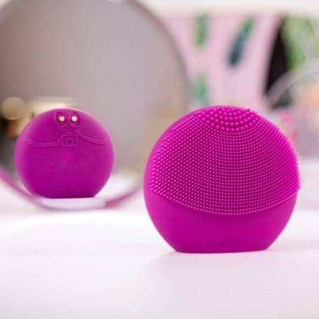 The FOREO LUNA™ fofo in Fuschia