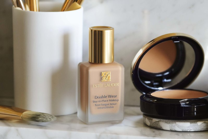 stée Lauder Double Wear Stay-in-Place offers 24-hour non-poring for a flawless look at all angles.