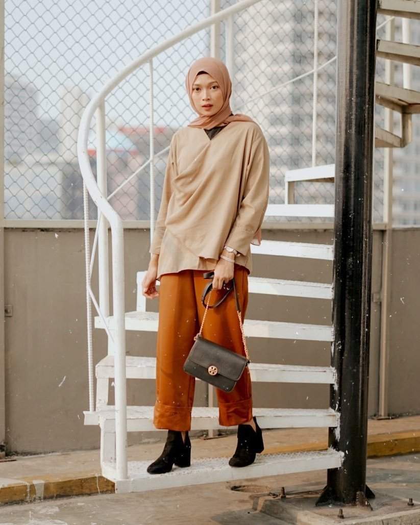 Rust-coloured outfit