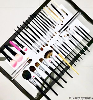 Making sure my brushes are clean & ready to go! #makeupbrushes #hygiene . XOXO, Melissa #makeupartist #sgbeautyblogger