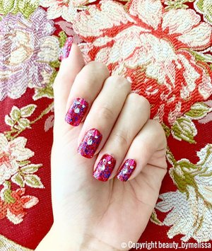 Didn't had the time to head down to the nail salon so I had to DIY my own nail design for this Chinese New Year! It turned out pretty decent, don't you think? 😊 . XOXO, Melissa #makeupartist #sgbeautyblogger