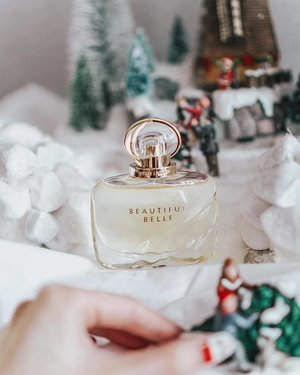The turkey's in the oven, the table is set, all the gifts are wrapped under the tree and all our favourite Christmas tunes are playing on the stereo!  Everything's ready for the Christmas party except me!  Well at least I don't need to search far for my favourite festive fragrance this year!  Estée Lauder's Beautuful Belle Eau de Parfum is just what the party called for.  With its lychee & rose petal top notes and orange flower undertones, it smells almost good enough to drink! 🍸  Cheers my dears!  Now I better continue getting ready, what to wear, what to wear?? #ilbchristmas #esteelauderbeautifulbelle