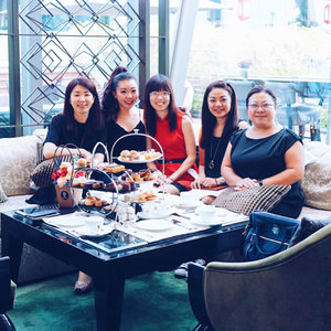 Bachelorette party for my sister today at @fullertonbayhotel The Landing Point. It was a great bonding session with the rest of the bridesmaids missing Chuang Zhi.  I hope my sister is happy today and everyday. Super excited for this Saturday- to see my sister marry the man she loves and walk down the aisle in her beautiful white gown.  #fullertonbayhotel #thelandingpoint #hensparty #bacheloretteparty