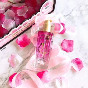 💖1st Real Flower infused in Hair Oil Treatment. The popular L'Oréal ELSEVE Extraordinary Oil now comes in real flower infused in the Hair Oil Treatment. 🌹 I have here with me is the French Rose Oil Infusion. 🌹 Deeply penetrates through the hair keratin and moisturizes to the core of the hair; enhances shine from within and luxuriously smoothen hair fibers strand by strand, fiber by fiber. 🌹Lightweight and Non-oily. Makes your hair smooth & shine and smells heavenly. 💟Also available in Lavender (To soothe and nourish hair) and Jasmine (Moisturise and restore balance of stressed hair). 💜Retailing at $26.90 and available at all leading pharmacies. . . . #lorealparissg #lorealhair #lorealparis #extraordinaryoil #hairoil #haircare #infusedwithrose #beauty #beautyjunkie #igbeauty #instabeauty #flatlay #sp #ad #clozette #beautycommunity #igbeauty #igmakeup #igsg #sgig #igdaily #instadaily