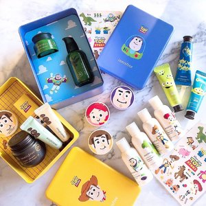 🎼You've got a friend in me You've got a friend in me When the road looks rough ahead And you're miles and miles from your nice warm bed You just remember what your old pal said Boy, you've got a friend in me Yeah, you've got a friend in me🎼 💚Are you excited about innisfree X Disney Toy Story Limited Edition Collection? 💙Full Range of 22 limited-edition makeup and skincare treats, all dressed up in lovely packaging with the iconic Disney Toy Story characters we know and love. 💚Woody & Buzz Lightyear Tin Sets are the must-get from this Collection. The whole collection character illustrations and packagings are too adorable! 💙Check them out at all @innisfreesingapore stores! 💚Many thanks #innisfreesingapore and @thegoodfolks team for sending these amazing sets over! 💙P/S: I can't wait to bring the my perfumed body miniature set to Disneyland Hotel stay later this month! 😉 . . . #innifriends #innisfree #innisfreeXDisney #ToyStory #BeautyFriendsForever #Kbeauty #KoreanBeauty #Beauty #Skincare #makeup #beautyjunkie #igbeauty #instabeauty #flatlay #sp #ad #clozette #beautycommunity #igbeauty #igmakeup #igsg #sgig #igdaily #instadaily