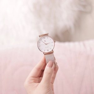 The greatest gift you can give someone is your time ♥️ . Take a break from your busy sched, the internet, Instagram (talking to myself here lol!) and spend a good amount of quality time with your bae, bestie, or yourself this Valentine's Day 😘 beautiful rosegold watch from @paulrichwatches .  #paulrich