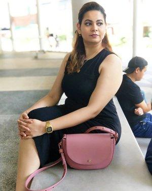 Weekend weekend, where art thou?  #youtuber #beautyblogger #indianyoutuber #beautyvlogger #singaporebeautyblog #singaporebeautyblogger #clozette #theleiav #indianbeautyblogger #indianblogger