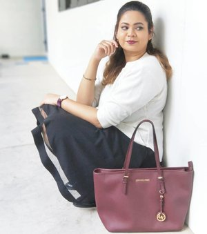Isn't time to just chill.. #youtuber  #beautyblogger #indianyoutuber #beautyvlogger #singaporebeautyblog #singaporebeautyblogger #clozette #theleiav #indianbeautyblogger #indianblogger #fashionblogger #mummyblogger #michaelkors
