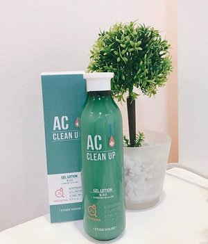 B: New skincare find!! 🌿We went to the mall today and saw that Etude House was having a 40% off sale on a few of their items!! We freaked out just a little bit because we love sales lol, who doesn't?Out of everything we saw,  this Gel Lotion from their AC Clean Up line was the only one that we were really interested in, so we took advantage of the sale and got it! 💚 . We've ran out of our Happy Skin Moisturizer, so it's really the best time to stock up on a new one! We've also tried a wash off mask from the AC Clean Up line before, and it was pretty good, so this might be good too, hopefully better! :) Will be sharing our review after trying this out more! . What's something you've just purchased? ☺️ . . . . . . #etudehouse #moisturizer #skincare #skincarelover #moisturizers #gellotion #accleanup #acneproneskin #abcommunity #abcommunityph #skincareph #clozette #clozetteco