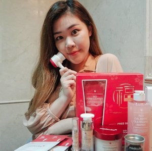 @medicube_sg recently launched 5 new products from their RED LINE and I'm so thrilled to receive them😊😊😊!! The CNY Special Gift Set🎀 includes a Red Foam Cleanser, a dual brush & a lucky scratch ticket where you stand a chance to win a shopping trip to Seoul!  The Red Foundation and Concealer are have amazing coverage and is waterproof at the same time!! I have a smooth and flawless skin the entire day thanks to this range!  All the products are already available at @guardiansg so go ahead and check them out!! Thank you for sending them my way @insidercommunications !!❤❤❤❤ #medicubesg #medicube #guardiansg #insidercommsg #sgig #sgblogger #sgbeautyblogger #sgbeautyproducts #clozette #skincare #selfie #asian #girl #motd #sgreview #sgmummy #sg