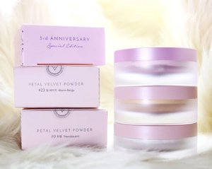The @AltheaKorea Translucent Petal Velvet Powder is one of my favorite setting powders, so when they came out with the Warm Beige and Pink Lavender versions, I knew I had to try them too!  Pink Lavender is their special 3rd Anniversary limited edition variant and costs Php230 (currently still available, I checked haha), while #23 Warm Beige is part of their permanent range (Php210). The translucent version is great - I use it a lot on myself and on my clients. I've even given it as gifts to my beauty-loving friends as well and all of them love it too! Very excited to see if these other variants are just as good! ❤ #altheaph #petalvelvetpowder #pinklavender