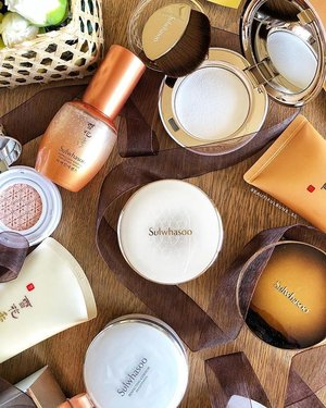 It's here it's here! The wait is over~ Sulwhasoo's new Perfect Cushion EX is now available (in a huge variety of shades!) in stores and at counters, along with their cushion highlighter as well as a powder made specially to set your BB cushions 🤩 - - - - - #sulwhasoo #sulwhasoosg #perfectlyfit #perfectingcushionex #bbcushion #cushionfoundation #kbeauty #koreanmakeup #koreanskincare #koreanbeauty #kbeautyaddict #clozette #makeup #makeupaddict  #ilovemakeup #Косметичка #makeupflatlay #beautylish #trendmood #красота #kosmetik #cosméticos #cosmeticos #cosmetica #kosmetyki #maquillaje #뷰티그램 #코스메틱  #Косметика #化粧