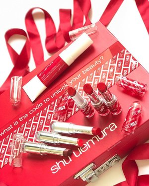 Getting Chinese New Year vibes with the new @shuuemura #RD163 #lipstick shade, which is a shade of #redlipstick that is supposed to have the blues and yellows balanced to match Asian skin tones. It's a medium #red with some brightness and a neutral undertone that maybe leans slightly warm. It also comes in 3 finishes too - matte, satin and lacquer. Good timing with this launch - time to rock that red for CNY!...#beauty #makeup #cosme #shuuemurasg #shuuemura #cosme #lipsticks #red #nofilter #clozette #shuuemuralipstick #asianbeauty #asianmakeup #abblogger #japanesebeauty #japanesemakeup #makeupobsessed #makeupaddict #makeuplover #makeupjunkie #makeupaddiction #rasianbeauty #asianbeautyblogger #beautybloggers #beautyaddict