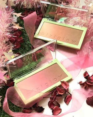 Glowing away into the new year with these @pixibeauty #GlowCake #palettes - these are essentially a combination of #highlighter / #blush / #bronzer hybrid, and depending on how you use it, is either a #palette with 3 different shades, or a lovely rosey bronze or peachy bronze shade that looks good on a wide variety of skin tones. The Pink Champagne (pink) shade is intended for cooler tones, while the Gilded Bare (peach) shade is intended for warmer skins, but honestly both are pretty universal. _______________ #clozette #beauty #makeup #pixiglow #pixibeauty #pixibypetra #pixibeautysg #piximakeup #pixipretties #cosmetics #cosme #highlighters #highlighterpalette #makeupjunkie #makeupaddict #makeupaddiction #beautybloggers #beautyblog #flatlay #makeupobsessed #makeupporn #pixihighlighter