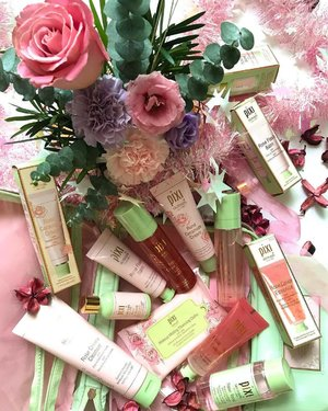 Wishing everyone 花开富贵 this Chinese New Year! Also totally appropriate with all the 花 / #flowers in this photo (which incidentally also go with the #pinkwednesday theme haha), the @pixibeauty #rose #skincare range is really quite something! I hadn't realized how large the range is - it seems like #pixibeauty just adds a product here and there to the range and the next thing you know it, its huge! I've tried and really liked the Rose Tonic and Rose Flash Balm (which I've been told is pretty similar to the Clarins Flash Balm if anyone is looking for a dupe), and my eye on the Rose Ceramide Cream and Glow Mist next! The Cleansing Cloths are also going to get some use from me - I do use makeup wipes pretty often so I'll be keeping this around too! . . . #clozette #pixibypetra #pixipretties #pixiskincare #pixiskintreats #pixibeautysg #pixi #flatlay #roses #flower #bouquet #skincareaddiction #skincarejunkie #skincarecommunity #skincareproducts #skincareblogger #skincarelover #flatlay #skincareobsessed #beautybloggers #beautyaddict #beautyjunkie #beautylover