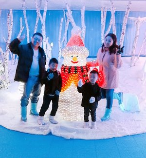 Walking in a Winter Wonderland.. ❄️ With my family, enjoying winter days at i-City SnoWalk ❤️⛄ Have fun at the slides, snap insta worthy pics 📸 and just run in the snow 😍  i-City SnoWalk Shah Alam is a unique leisure attraction for families and friends to explore the joy of winter throughout the year!  Slide ➡️ for more pics or head to my Instastory for snippets 😉  #iCity #iCitymalaysia #snowinmalaysia #iCitySnoWalk  #rollwithcarol #clozette #travel #travelgram #themepark #snow