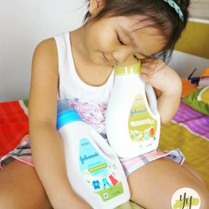 Darling #oliviarobyn and @johnsonsbabyph Liquid Detergent. Hop over to my blog to read more about these clothes cleansers for your child's delicate clothes. 👍🏼 #mommyblogger #momblogger #yellowmum #mommybloggerph #mombloggerph #yellowyum #msyellowyum #lifestyle #lifestyleblogger #blogger #manilablogger #lifestylebloggerph #youtube #youtuber #youtuberph #clozette #vlogger #vloggerph #pinayvlogger #bloggerph