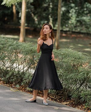 No wardrobe is complete without this #LBD by @blairwears 🤟🏻 . . . #blairwearers #clozette #ootd #ootdsg #sgblogshop #wiwt #ootdfashion #portrait #portraitphotography #sonyalpha