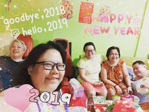Happy New Year from my family to yours #happynewyear2019 #happynewyear #clozetteco #clozette #clozettecosg #hello2019