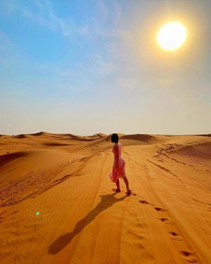 Keep your face toward the Sun so the Shadows will fall behind you. 🌞 One of my favorite photos from #Dubai trip! #loneranger #travelwithcrystal