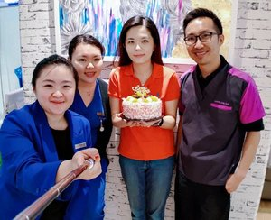 I went for laser treatment today with the intention to have a beautiful skin on my birthday 😃 and didn't expect a surprise from the @meclinicmalaysia. 😊 Thank you Dr @davidlowmd and the team for spoiling me with a birthday cake on my birthday and for the little celebration. 😘 Turning 30 is not a bad thing after all. I know I'm old. 😋 . #janiceybirthday #janiceybirthday2018 #birthday