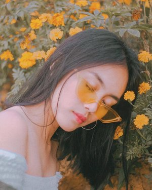wake me up when 2018 ends ~ shot by the best @peejperez 🌼 — #clozette #bloggerbandfam #teamshirubi #castedph #bloggerph #sirao #cebu #cebufashionbloggers #philippines #sugboph #cebuaknow #vsco #nature #glyfolio #agameoftones