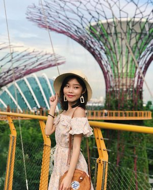 Me thinking what to do for the weekend 🤔👒 • • • #carinnxootd #throwback #gardensbythebay #carinnxtravel #singapore #clozette
