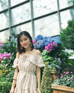 Finally sharing pics from the visit to @gardensbythebay 2 months back! 😆 • • • #carinnxootd #gardensbythebay #throwback #floraloutfit #clozette