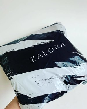 My @zalora order came it! It's arrival was a record breaker, bring that I've only ordered it yesterday evening. Express at its best! . The first experience of refunds with zalora wasn't the most positive, taking 1 month and some email complaints before any action was taken from their end. Let's hope I liked all my orders and will not have to do any refunds or exchange. If I had to refund one of my orders this time round, let it be a better one. . . . . #discoverunder10k #discoverunder1k #igsg #clozette #뷰티블로거 #뷰티그램 #뷰티쁠 #kbeautyblogger #abcommunity #abbeatthealgorithm #beautyedit #beautyblog #zalora #beautyblogger #bblogger #beautygram #fashionhaul