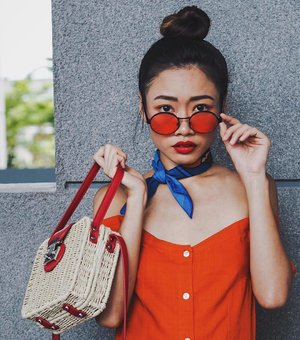 I spy with my little eyes something bright 📷| @johnnytws #clozette #ootd #CTMonde2018 . . . #styleinspiration #peoplescreatives #stylegram #ootdsingapore #realoutfitgram #bambeethebrand #스타일 #fashiongram #babesofbambee #lookbook #hm