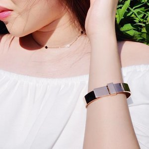 The latest Cleo Luxe collection from @thepeachbox is minimalist & versatile. Featured here is the Luxe Ribbon Bangle & the Dainty Dot Choker.  Quote  for 15% off on their pieces. 💝