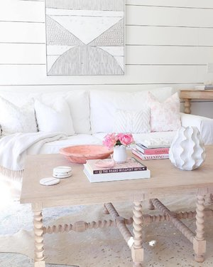 Living in your dream house where you have space in the living room to twirl around after placing your couch and coffee table is possible - with proper planning and gradual step-by-step upgrading. Start your home goal with me today. 🏡 Lovely space by @sugarcolorhouse.