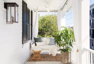 Porch porch porch porch porch!  Uh huh, that's what came to mind the moment I saw this shot from @wendymaurodesign.  In Sg, it's usually too hot to enjoy the balcony area, even if it's facing the north or south. Our favourite time to hang out there is either 1. the early mornings,  2. around 9-10am on Sundays for a little cosy alfresco brunch, 3. in the evenings while the sun sets and the evening breeze comes along (home made alfresco dinner!!! 🥘) 4. and also really late at night when all is quiet and cool (and the stars come out to play). Does your apartment have a balcony, and how do you enjoy it?