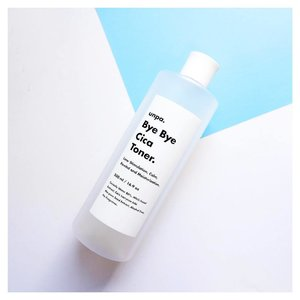 Hi new holygrail toner 🙈 Soonjung and this is so on par for me right now. The reason why I got this is because of the size! It's so worth it for the quantity 😍 Repurchase? HELL YEAH! But it's gonna take a while 😬🤔 -- #clozette #abcommunity #rasianbeauty #memebox #abbeatthealgorithm #sensitiveskin #beauty #koreanbeauty #watsons #kbeautyroutine #dupe #amabiebeauty #etude #korea #blogger #10stepkoreanskincare  #watsons #unpa #cica