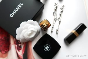 Classy 😍 Can't deny that wearing Chanel in any form automatically makes you feel more laydee-like 😋 . . . #clozette #makeup #flatlay #makeupsg #sgmakeup #instamakeup #makeupporn #makeupjunkie #beauty #sgbeauty #igsgmakeup #instabeauty #beautytalk #makeuptalk #makeupflatlay #chanel #luxe